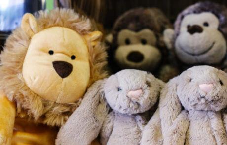 Vi har ett utvalt sortiment av mjukdjur och andra leksaker på Sollidens handelsträdgård.