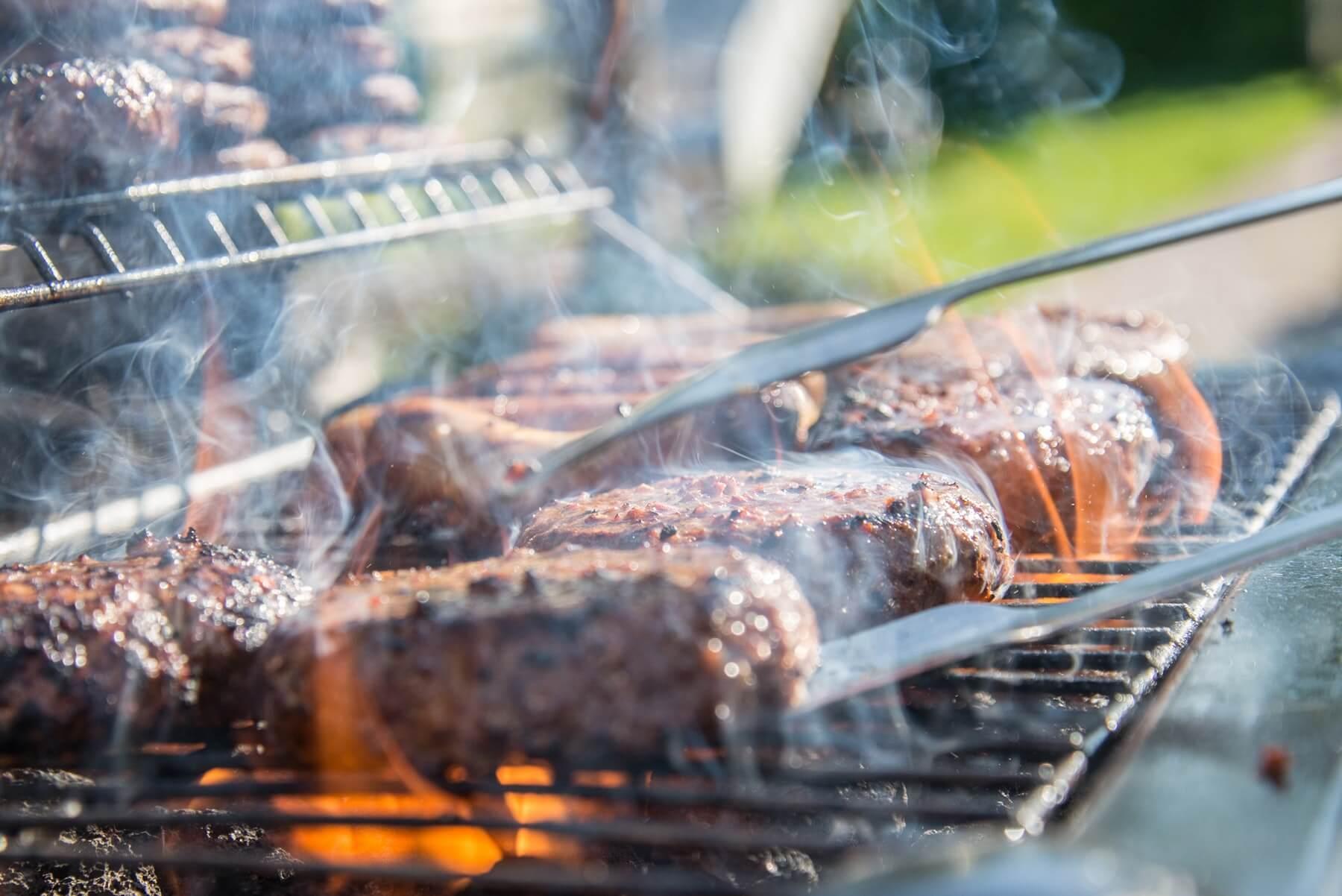 Evenemang på Sollidens handelsträdgård. Visning av Remundi grill med Rolle.